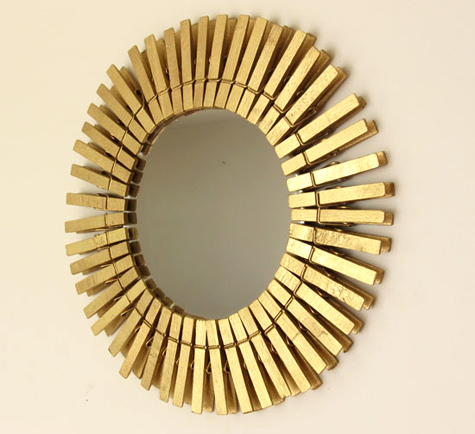 espelho com molas de roupa